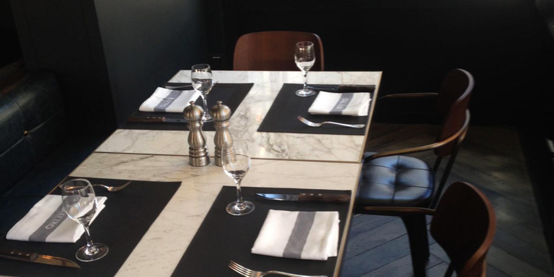 tavolo quadrato in marmo calacatta